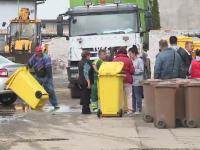 Arădenii, puși să-și ridice singuri pubelele de gunoi de la firma de salubritate