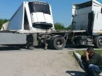 Accident feroviar în Timiş. Un tren cu 400 de persoane a lovit un TIR