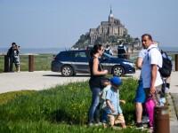 Turiști evacuați de pe insula Mont Saint-Michel, după ce un bărbat a ameninţat poliţia
