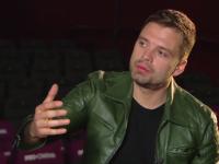 Sebastian Stan, asaltat de fani la București. Mâncărurile românești de care îi era dor
