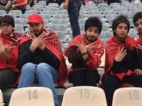 Cinci femei s-au deghizat în bărbați pentru a intra pe stadion, la meci, în Iran