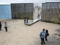 Donald Trump a dezvăluit prima porțiune din zidul împotriva migranților. VIDEO