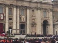 """Momentul în care un migrant român a rostit """"Rugăciunea universală"""" la Vatican"""