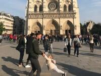 Soarta tatălui pozat jucându-se cu fetița lui chiar înainte de incendiul de la Notre-Dame