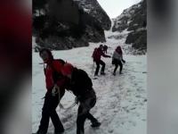 Turiști germani surprinși de viscolul din Munţii Bucegi. Cine i-a salvat
