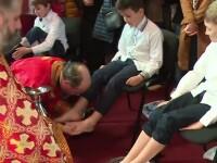 JOIA MARE. 12 copii din familii modeste au luat parte la ritualul spălării picioarelor