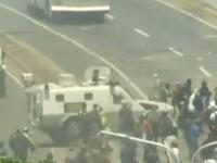 Violențe în Venezuela. Vehicule ale armatei au intrat în mulțime, în Caracas. VIDEO
