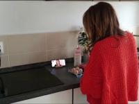 Atelierele online, o soluție de a scăpa de stresul izolării. De la cursuri de gătit, la tehnici de automasaj