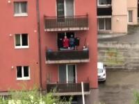 Un tânăr a scos boxele pe balcon și a dat muzica la maximum, în Cluj. Ce a urmat