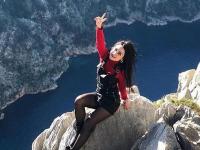 O femeie de 31 de ani a murit după ce a căzut de pe o stâncă, în timp ce își făcea o poză