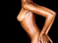 Naomi Campbell s-a inteles, pe bani, cu menajera romanca pe care o lovise