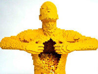 Sute de mii de dolari investiti in obiecte din piese lego