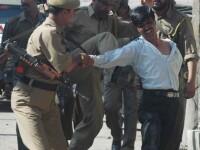 Sectanti hindusi au luat cu asalt o televiziune din India!