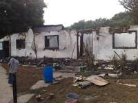Au ramas pe drumuri dupa ce casa le-a fost lovita de trasnet!