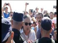 Scandal la Ziua Marinei. Miron Cozma a sarit la jandarmi dupa ce prietenul lui a lesinat protestand