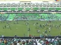 VIDEO. Meci de fotbal, oprit de rafale de gloante. Jucatorii si cei 20.000 de spectatori, ingroziti