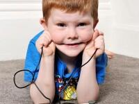 Povestea copilului care roade cabluri electrice. Parintii lui se tem ca va muri electrocutat
