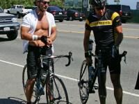 Participa la competitii si se antreneaza cu Lance Armstrong