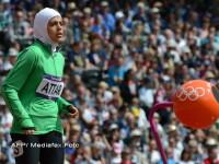 Imaginea zilei de la JO 2012. Atleta araba a respectat tinuta femeilor islamice si in timpul cursei