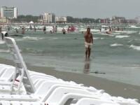 Turistii care au ales in acest weekend litoralul au avut parte de vreme urata si vant puternic