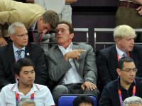 Victor Ponta, alaturi de Arnold Schwarzenegger, la finala olimpica de la baschet. Galerie FOTO
