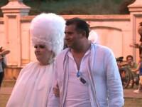 Extravaganta lui Lady Gaga s-a mutat si in public. Viorica de la Clejani, aparitia serii la concert