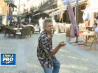 Imaginile zilei din Centrul Vechi al Capitalei. Un barbat beat il imita pe Michael Jackson. Video