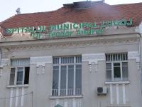 Un pacient din Timiș bolnav de Covid-19 a bruscat o asistentă și a amenințat că se aruncă pe geam