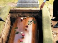 Si-a dezgropat tatal in speranta ca se va imbogati. Ce a gasit o femeie din SUA in mormantul acestuia