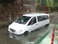 Pasaje inundate si soferi blocati cu masinile in apa dupa o ploaie torentiala la Timisoara si Arad