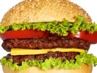 Ce a patit o tanara, cand a incercat sa muste dintr-un burger triplu.