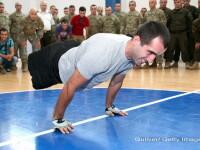 Vointa si puterea lui nu au limite. Un soldat ramas fara picioare in Afganistan a stabilit un record mondial la flotari