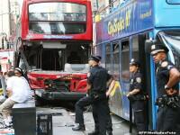 Doua autocare turistice s-au ciocnit in piata Times Square din New York. 14 persoane sunt ranite, dintre care 3 grav. FOTO