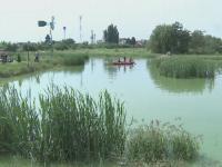 Tragedie pe un lac din Arad, unde un barbat cu probleme psihice a murit inecat. Anchetatorii iau in calcul si o sinucidere