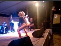 Tinere care danseaza provocator in fata minorilor. Imaginile de la Magic Delta Fest care au ajuns viral. VIDEO