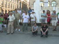 Proteste in mai multe orase din tara fata de traseismul politic. Oamenii i-au cerut lui Ponta sa retraga ordonanta de urgenta