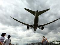 Clipe de groaza intr-un avion cu 323 de oameni, dupa gasirea unui telefon mobil: \