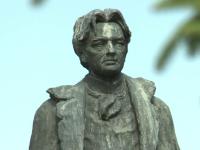 Un hot din Buzau fura constant bagheta de dirijor de la o statuie a lui George Enescu.