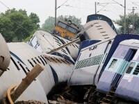 Doua trenuri supraaglomerate au deraiat in India. Sunt cel putin 25 de morti. Primele imagini