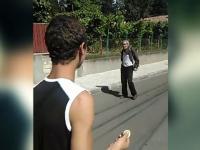 Trei tineri din Dej, pedepsiti dupa ce au umilit un om al strazii si au publicat imaginile pe Facebook. Cine este victima