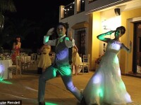 Invitatii se asteptau la un vals, dar mirii au vrut ca nunta lor sa fie speciala. Cum arata primul dans devenit viral pe net