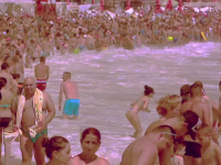 Doi turisti s-au inecat in statiunile Costinesti si Olimp. Barbatii au intrat in mare si au fost luati de valuri