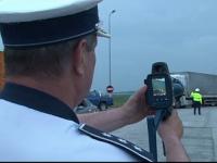 Soferita depistata de radar conducand cu 204 km/h pe autostrada. Ce amenda i-au dat politistii