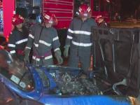 Apel disperat la 112, in Pitesti. O masina a luat foc cu proprietarul si parintii sai inauntru, inainte sa porneasca la drum