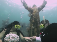 Doi tineri din Florida s-au casatorit sub apa, la o adancime de 8 metri. Semnificatia locului ales pentru a-si uni destinele