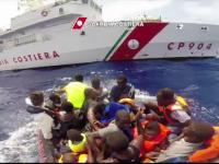 Doua ambarcatiuni cu 450 de imigranti s-au scufundat in largul Libiei. Marinarii au reusit sa salveze doar 200 de persoane