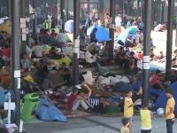 Gara din Budapesta, ultimul obstacol in fata imigrantilor care cauta paradisul in Germania. O femeie a nascut chiar in pasaj