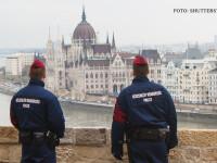 Cei 12 cetateni romani retinuti miercuri in Ungaria pentru trafic de persoane, arestati preventiv
