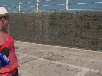 Traditia indragostitilor care vin la mare: isi lasa mesaje pe digul de la Tomis. Ce amenzi risca