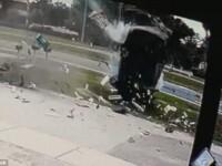 S-a rostogolit de cel putin 10 ori in aer, iar masina a fost facuta praf. Ce s-a intamplat cu soferul. VIDEO